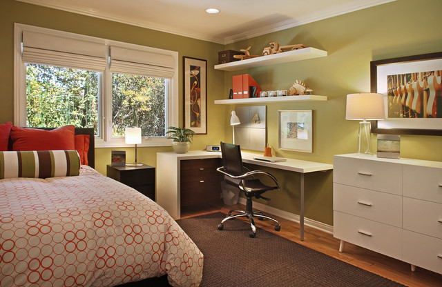 Интерьер комнаты подростка с рабочим столом